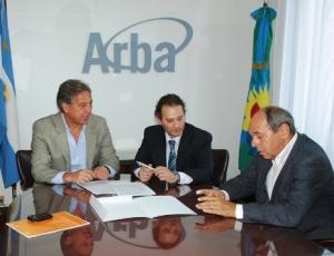 El Director de ARBA, Iván Budassi, y el Secretario de Personal y Políticas de Recursos Humanos de la Provincia, Luciano Di Gresia junto a Pablo Fontdevila, Subdirector Ejecutivo de Planificación y Coordinación de ARBA.